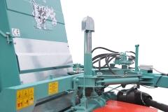 DE SERIE Flèche d'attelage avec déport hydraulique