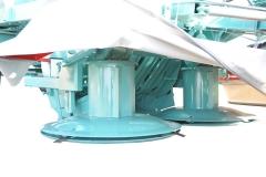 DE SERIE Réglage en hauteur de la coupe rotative par un vérin hydraulique